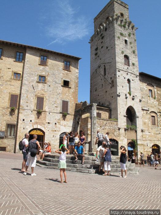 . Цистерна — водонапорная башня — дала имя площади.
