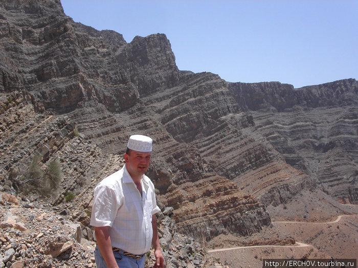 Это я в 2004г. в оманской шапочке, и соответственно в Омане.
