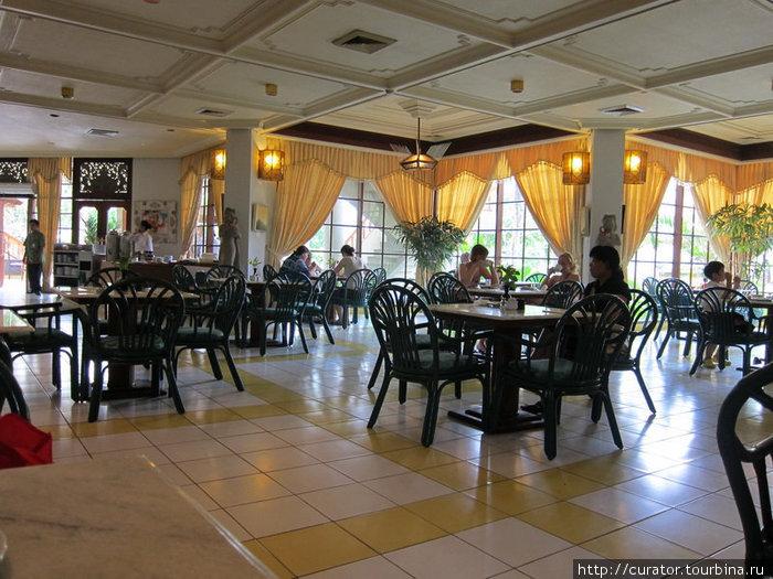 Столовая отеля — шведский завтрак