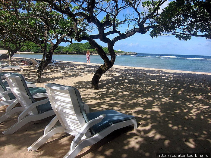 Пляж территории отеля Инна Путри Бали
