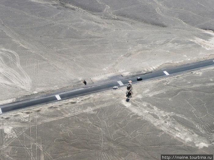 С самолета видна вышка у дороги №5 откуда можно увидеть несколько линий.
