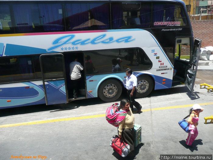 Междугородный автобус для местного населения , цена билетов значительно ниже,чем люкс-класс.