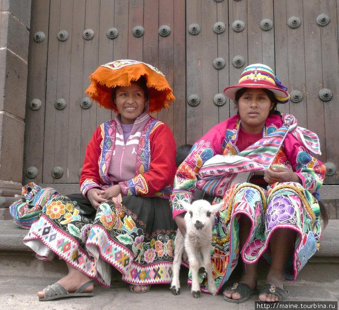В  Куско,как и по всей Перу,для многих это заработок фотографироваться за одну солю 33 цента с туристами.