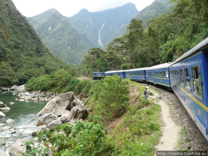 Поезд из Куско на Мачу Пикчу.Два типа билетов,в три дорого для туристов и дешевые для местных.В Куско некоторые агенства предлагают добраться на машине,что намного дешевле.