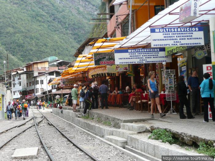 Агуас Калиентес -станция, на которую прибывают желающие посетить Мачу Пикчу.