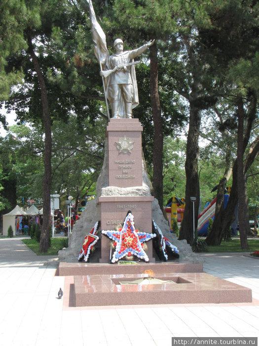 ул. Революционная. Мемориал Победы в ВОВ.