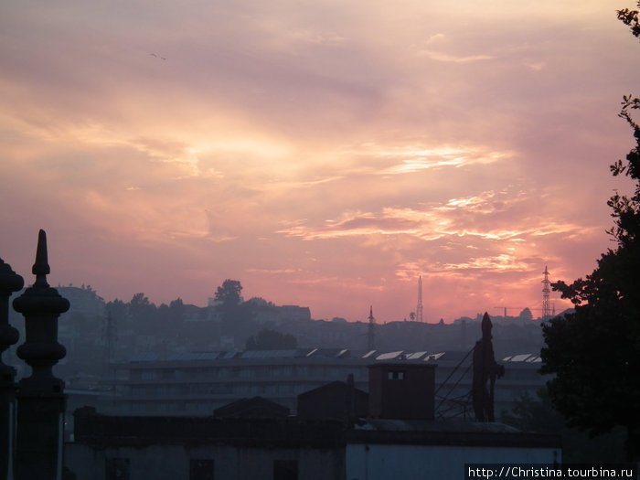 Закат в Порту в самый длинный день года — 23 июня. День летнего солнцестояния. Самый длинный день в году. Самая короткая ночь. Пожар в небе!