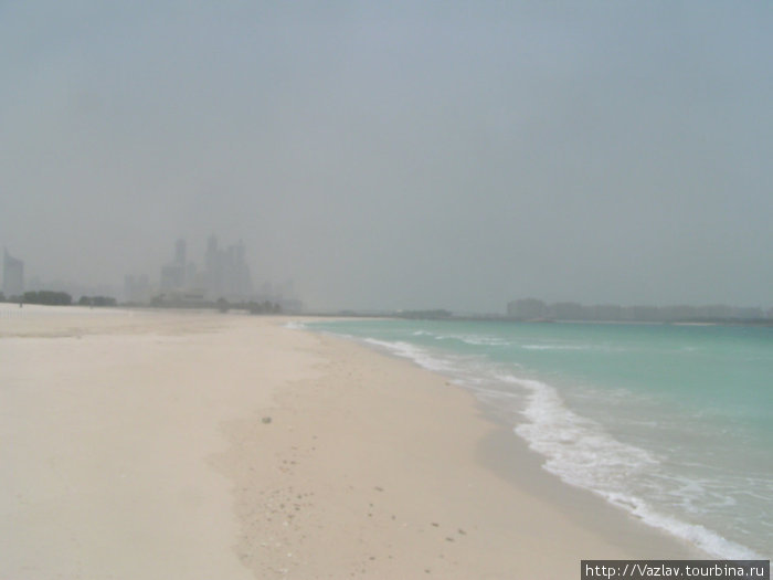 Полоса прибоя на пляже