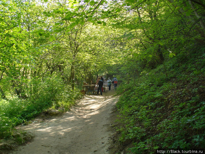Дорога на Чуфут-Кале
