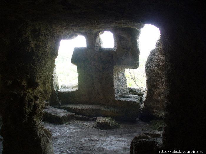 Многоярусные искусственные пещеры внутри и снаружи