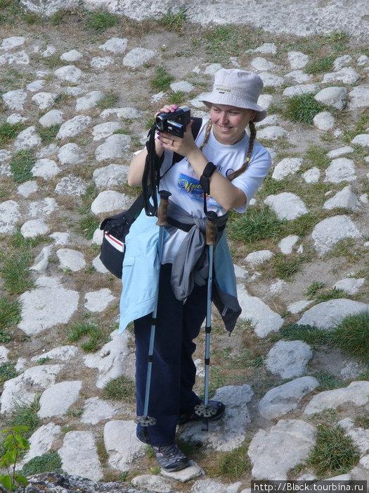 Анна в пещерном городе Чуфут-Кале