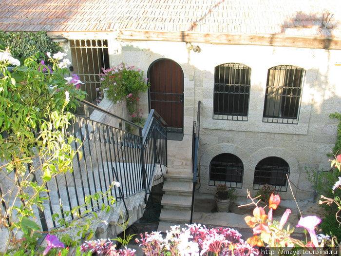 лестницы, ведущие вглубь двориков