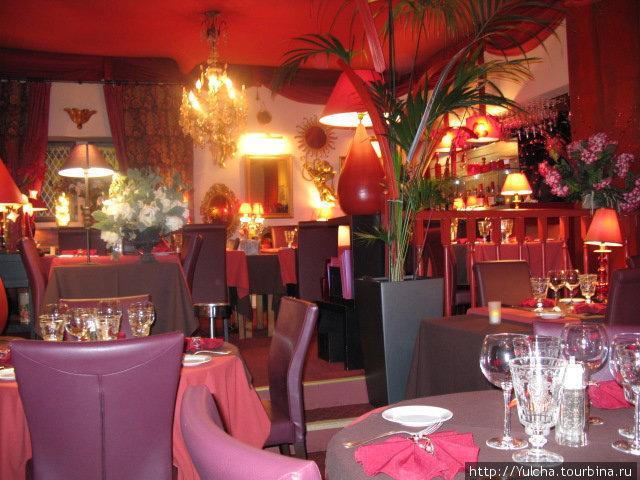 Интерьер ресторана BRIGADIER THEATRE
