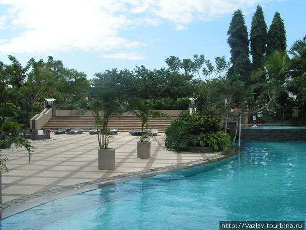 Отельский бассейн