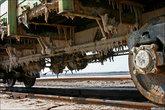 Так же как в средней полосе зимой под вагонами нарастают ледяные сосульки, здесь вырастают соляные.