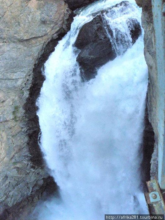 70-метровый водопад Искандер-куль