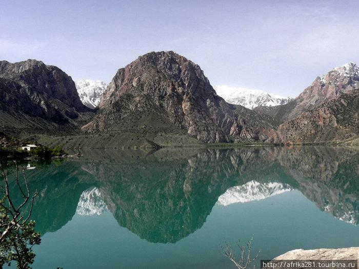 Искандер-куль, горное озеро на высоте 3000 м