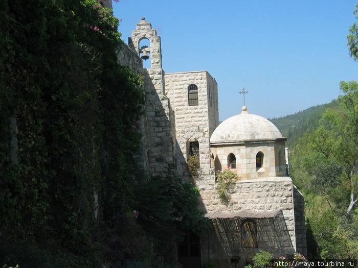 Над этим местом ныне устроена небольшая церковь