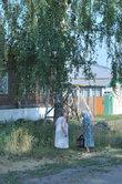 Хотя есть каменные дома, но город, в основном,  деревянный. Две горожанки решили поболтать. В Темникове есть еще удивительный музей им. Ф.Ф. Ушакова. Скоро расскажу.