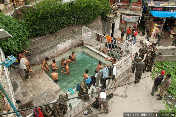 Открытые мужские купальни