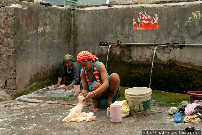 Открытые краны с горячей водой для местных жителей