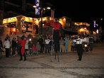 Городская площадь — отличное место для ночных представлений