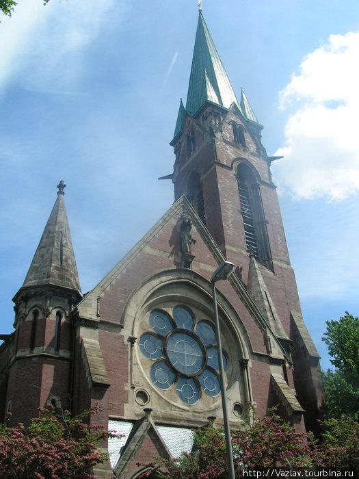 Основной корпус церкви