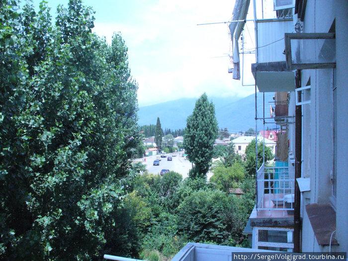 Июль Гагры 2009 г.  Вид с балкона