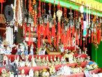 Рыночек напротив входа в Иволгинский дацан. Всего несколько палаток, где можно приобрести различные обереги, четки на все случаи жизни, предметы национального бурятского костюма или просто сувениры.