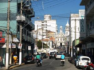 Центральная торговая улица начинается от кафедрального собора