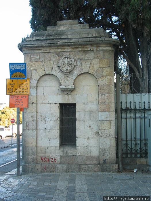 каменный забор Елизаветинского подворья.