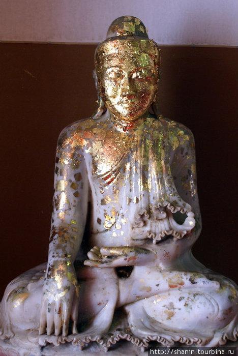 Статуя с позолотой