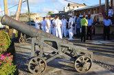 На территории крепости, возвышающийся над столицей Гренады