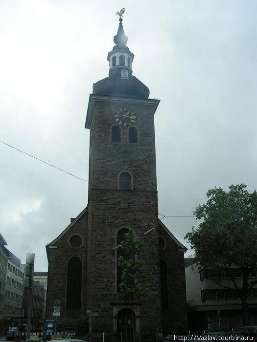 Восточный фасад церкви