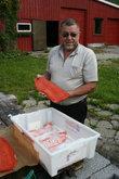 А сейчас я покажу вам, как готовят настоящего норвежского лосося холодного копчения