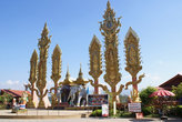 Монумент на берегу Меконга