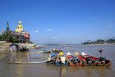 Лодки у Золотого Будды
