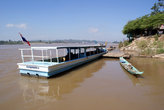 Судно у лаосского берега