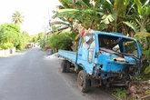 Стильный грузовичок, сколько уже времени и лет он стоит на дороге
