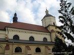 Одним из старых зданий, дошедших до наших дней после нескольких реконструкций, является оборонный католический костел Св. Иоанна Крестителя