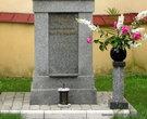 Нижняя часть памятника. Надпись на польском языке.