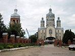 Завершается строительство колокольни у храма в конце улицы гетмана Мазепы.