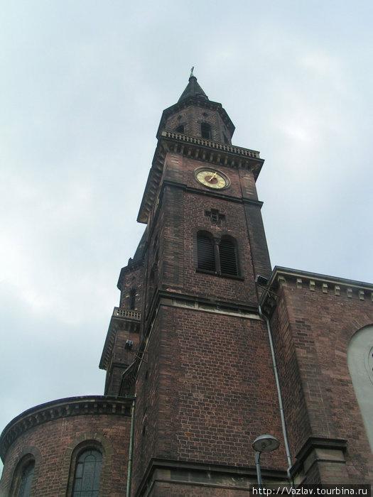 Одна из башен храма