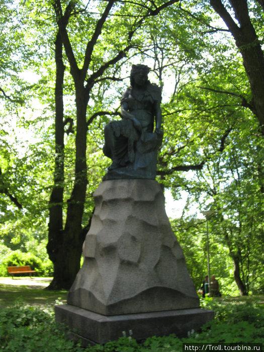 Памятник Линде / Skulptuur Linda