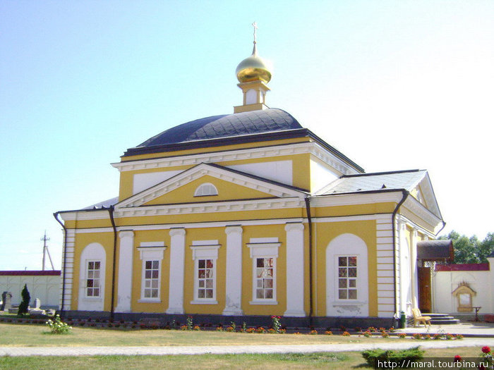 Церковь Введения Пресвятой Богородицы во Храм (Введенская церковь; Богородицкая церковь) была пстроена в 1828 году. Она чудом избежала уничтожения в богоборческие годы