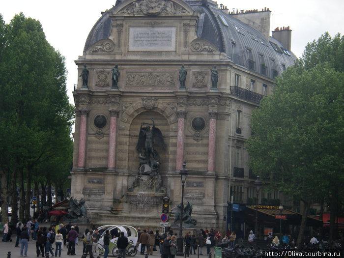 Фонтан Сен Мишель -место встречи влюбленных в Париже