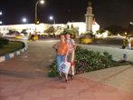 Вечерком выходили прогуливаться вдоль Марины бич. сзади можете наблядать баджажники(местное такси). Они даже стали достоянием Индии. таких больше нигде не найдете=) незабываемое ощущение от поездки=)