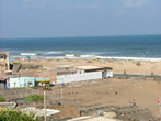 вот такой неочень симпотичный вид открывается с крыши посольского дома..деревня бедняков. как же им невезло все время..то их домики корят дотла..то цунами..