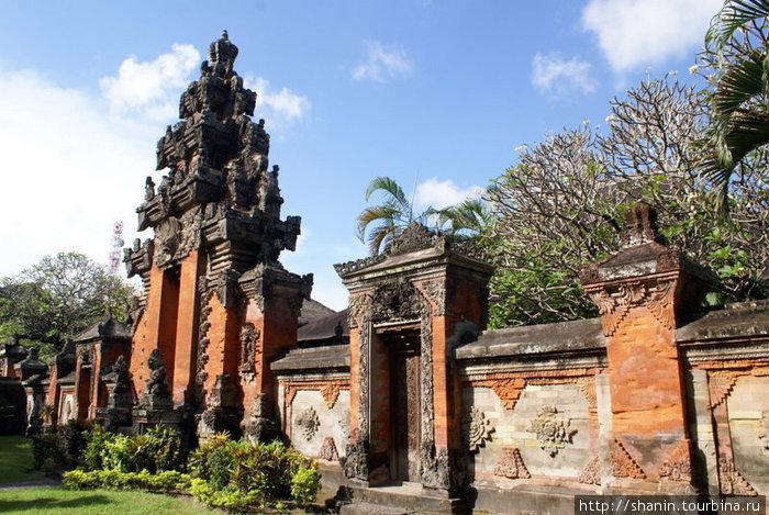 Ограда Денпасар, Индонезия