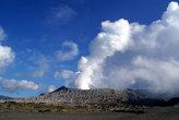 Пар над вулканом Бромо